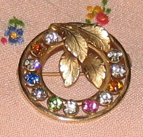 Vintage Costume Jewelry Rhinestone & Goldtone Circle Pin