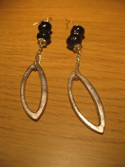 Dark blue glass bead and metal ellipse bead earrings (£6.00)