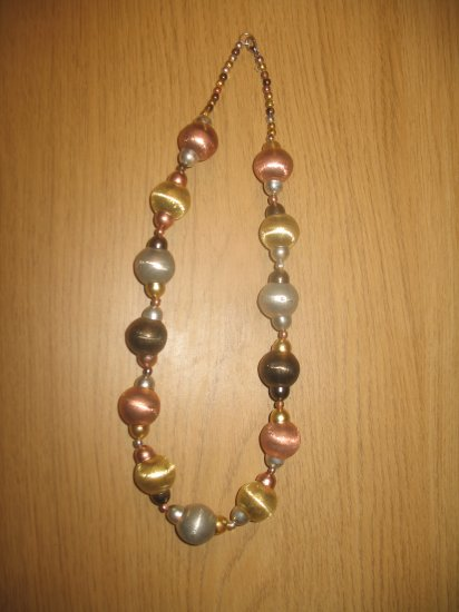 4 color metal balls necklace (£12.00)