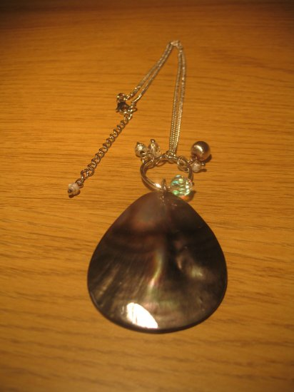 Shell and clear bead necklace on silver metal chain (£10.00)