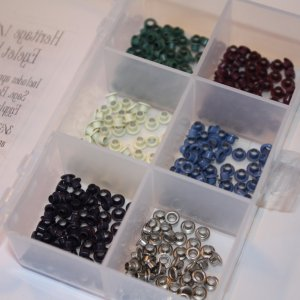 Eyelet kit with storage box - Heritage Colors - 300 eyelets