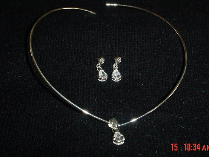 V Collar w/Bezel set Pear Shaped Crystal - gorgeous!!!!