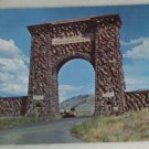 VINTAGE POSTCARD Yellowstone,Teddy Roosevelt Arch