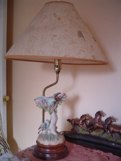 RARE ANTIQUE WELLER �Ƹ̵̡�̵̨�Ʒ� POTTERY FLEMISH BLUE BIRD & TREE TABLE MANTLE LAMP LIGHT