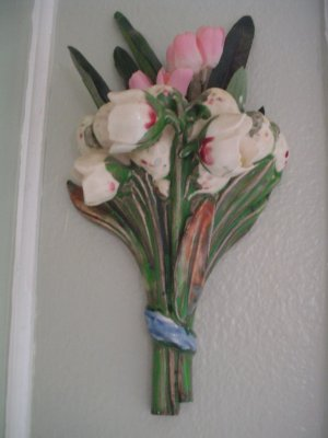 1930's VINTAGE COCKLESHELLS TULIPS FLOWERS FLORAL BOUQUET WALL POCKET WALLPOCKET VASE