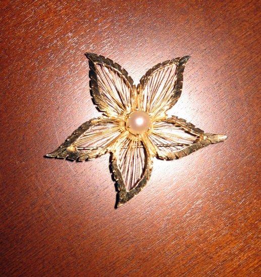 Retro BROOKS Flower Brooch