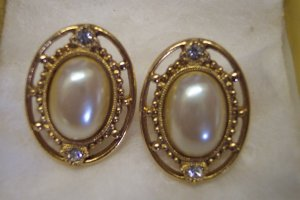1928 Faux Pearl Cab Oval PIERCED Goldtone EARRINGS Rhinestone Accents