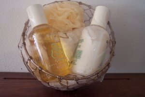 NATURAL BODYSOURCE Bath & Body Gift Set GARDENIA ~ Retired Fragrance