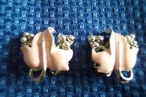 Vintage CORO Silvertone Enamel Leaf CLIP EARRINGS 28ear