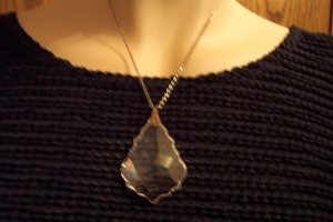 Vintage Beautiful and Bold Faceted Cut Crystal Glass PENDANT Necklace Costume Jewelry 4necklace