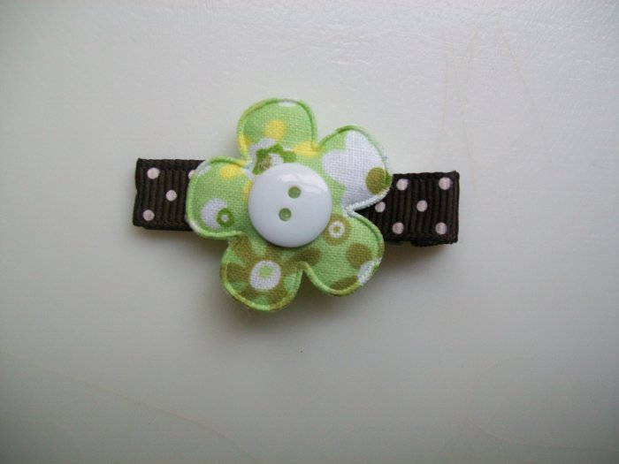 Springtime Green Daisy Flower Clip-No Slip Grip