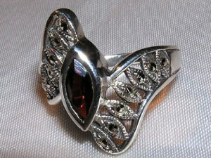 GARNET, MARCASITE and STERLING SILVER RING sz 7