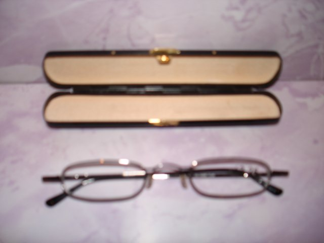 $9.99 free ship-New- Slim Reading Glasses black color metal frame +3.25  in Sturdy  Pen Shape Case