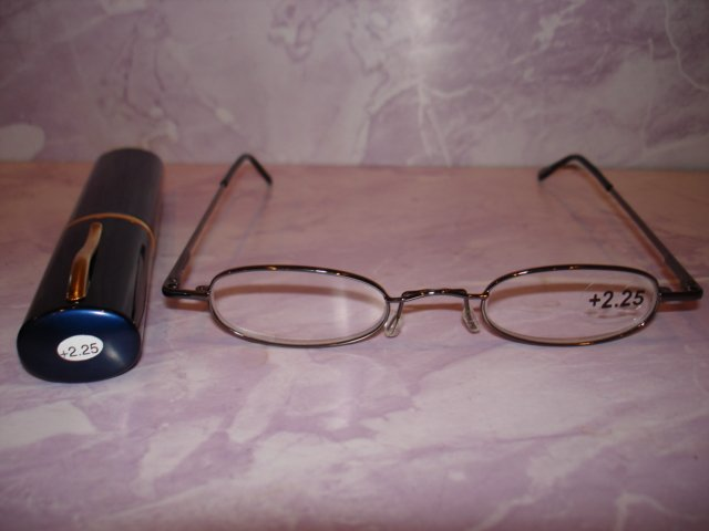$9.99 free ship-New- Slim Reading Glasses  black frame +2.25  in Sturdy  Pen Shape Case