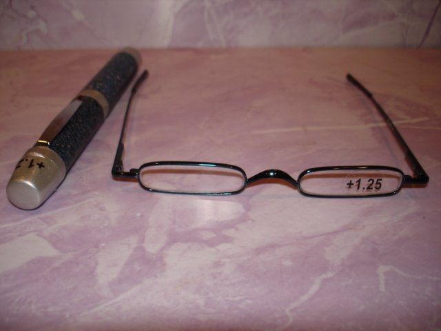 New-Extra Slim Reading Glasses +1.25  in Slim & Sturdy  clip on Pen Shape Case