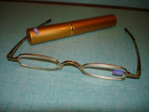 $9.99 free ship-New- Slim Reading Glasses silver color frame +3.50 in Sturdy gold Case