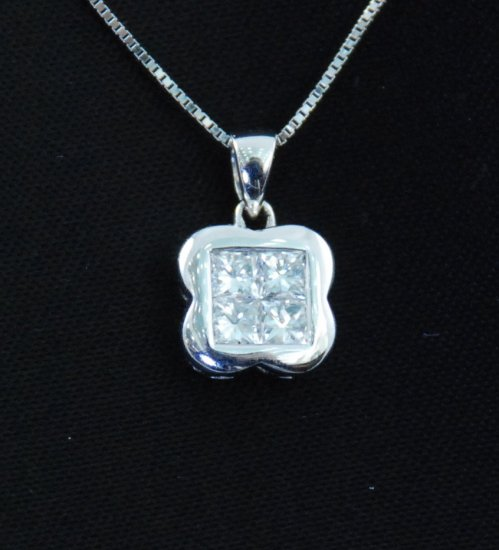 Flowery Square Diamond Pendant 18K Necklace Pendant