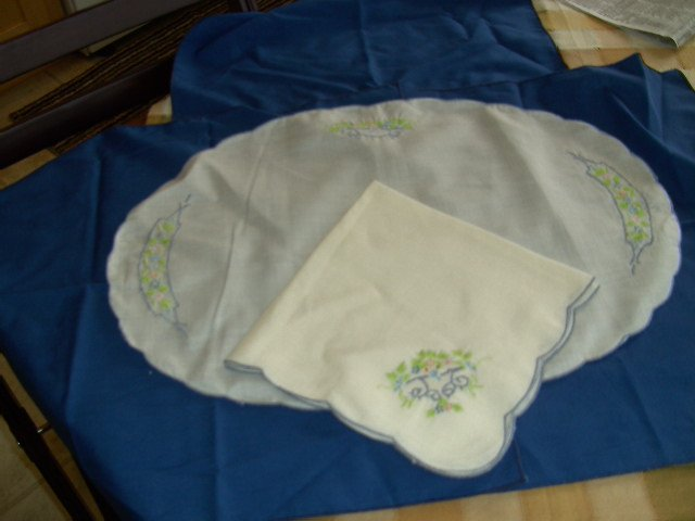 Vintage Table Place Mats and Napkins  Set of 8