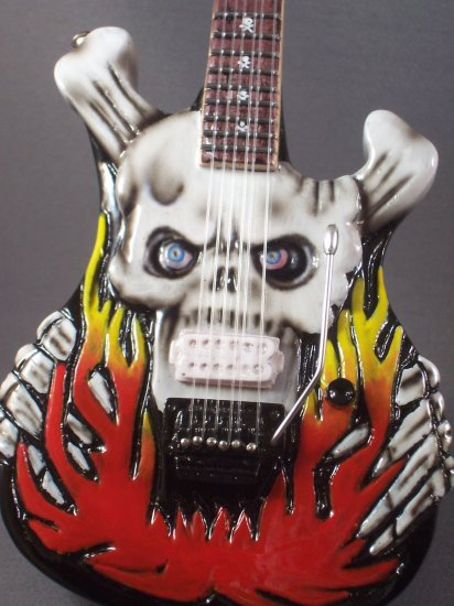 DOKKEN GEORGE LYNCH Mini Guitar FLAMING SKULL Miniature Collectible Gift