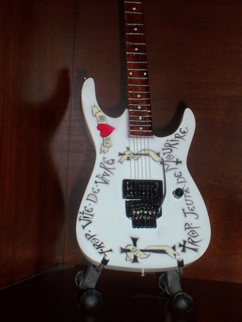 WARREN DeMARTINI Mini RATT Guitar FRENCHY Collectible Gift
