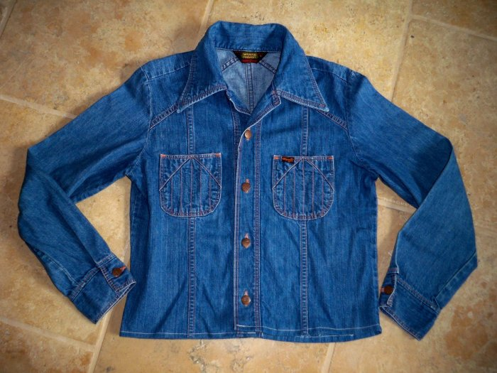 wrangler jean jacket shirt size medium womens USA made