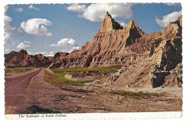 SD South Dakota Badlands 1975 Vintage 4X6 Postcard