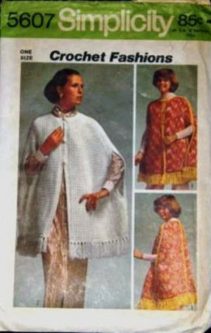 1970 39 s simplicity craft pattern 5607 crochet cape in 2 for Simplicity craft pattern 4993