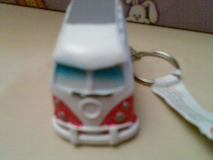 ONE RED ORNAMENTAL CAMPER VAN CAMPERVAN KEYRING NEW