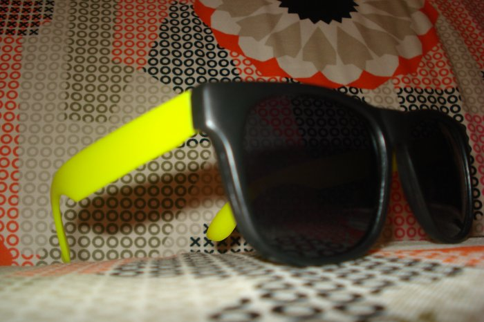 Yellow & Black Wayfarer style sunglasses - unisex