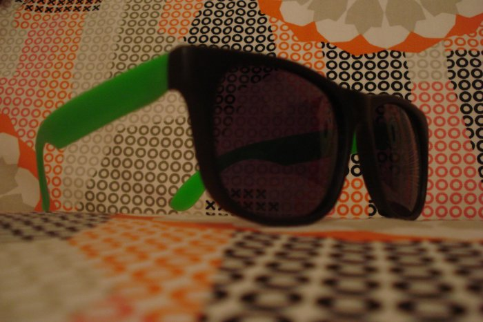 Green& Black Wayfarer style sunglasses - unisex