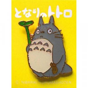 Pin Badge - Totoro holding Leaf - Ghibli (new)
