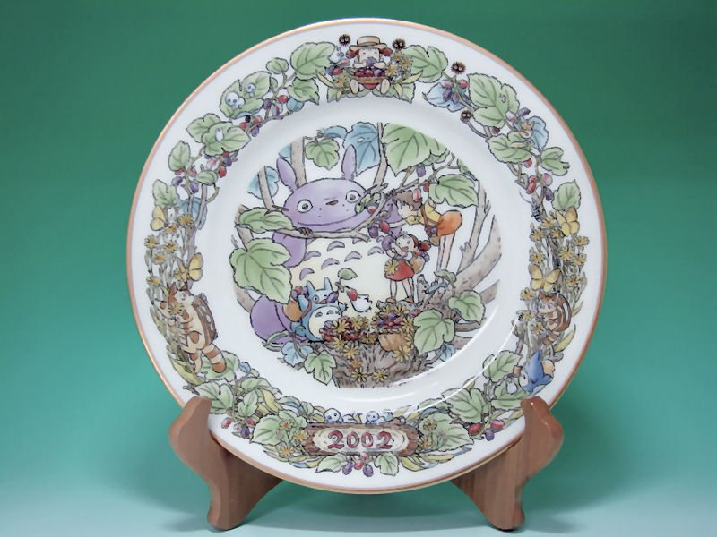 1 left - Yearly Plate 2002 - Wooden Stand - Noritake - made in Japan - Totoro - no production (new)