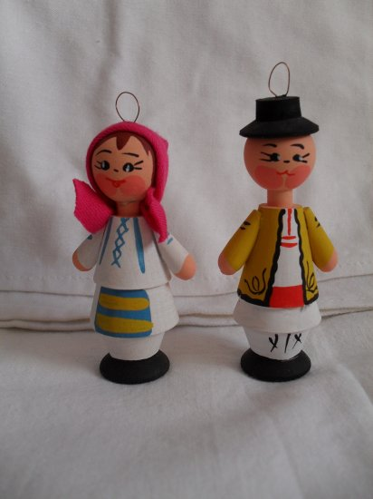 Handcrafted Wood Traditional Romanian Peasant Couple Figurines Doll- Traditional From Romania
