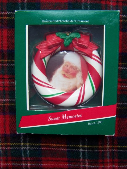 1989 Vintage Hallmark Keepsake Christmas Photoholder Ornament Sweet Memories