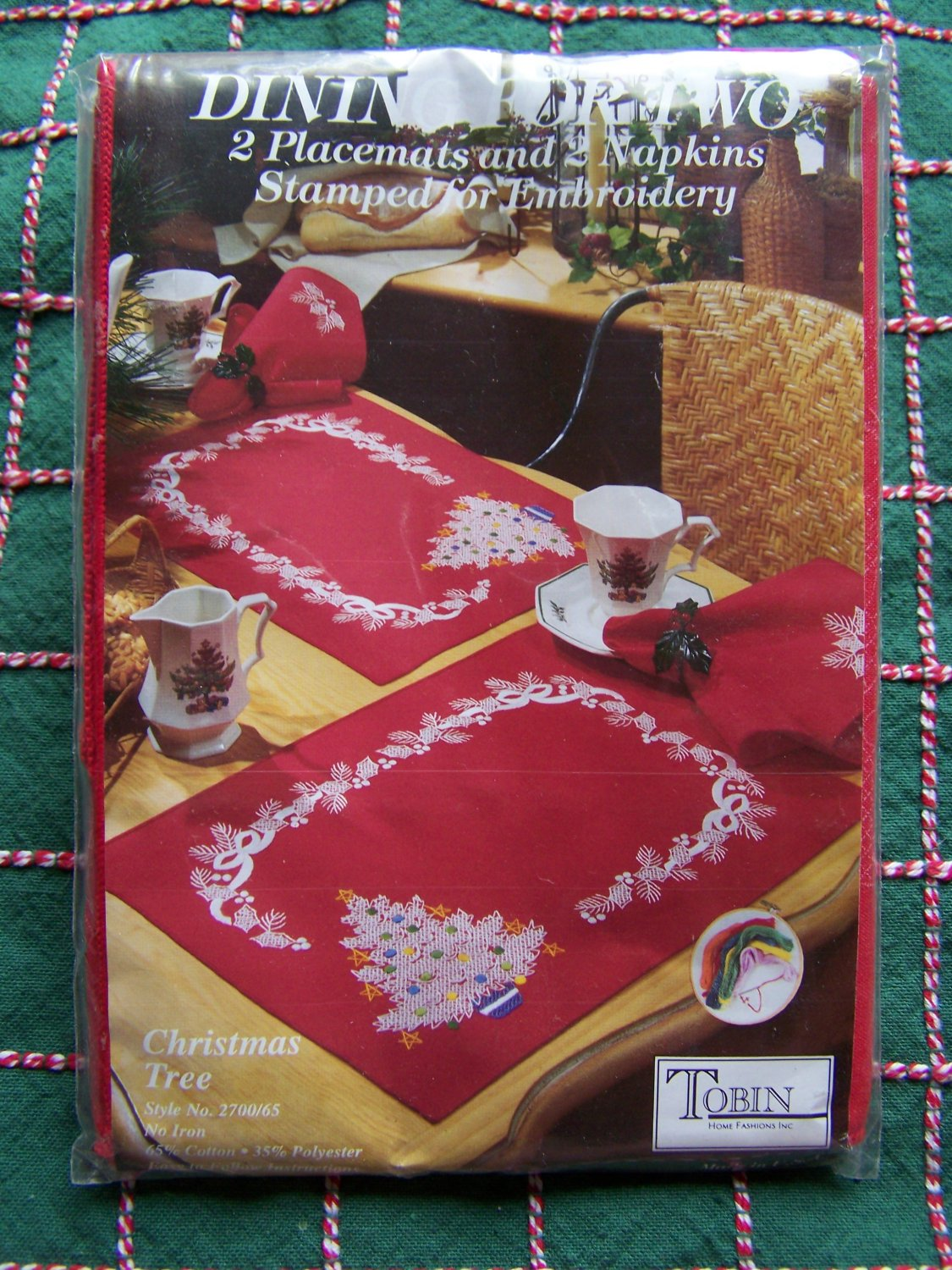 New Tobin Stamped Embroidery Christmas Tree 2 Placemats 2 Napkins Table Settings