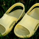 CROCS NILE SHOES BUTTER WOMENS/YOUTH SIZE 4 BRAND NEW!