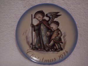 "Hummel>Berta>Schmid>1974 Christmas Collector's Series Plate ""Guardian Angel"""