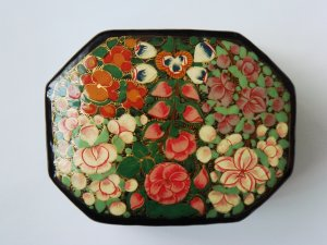 Lacquered Paper Mache Hand-painted Kashmir Indian Trinket Box decorative large octogonal