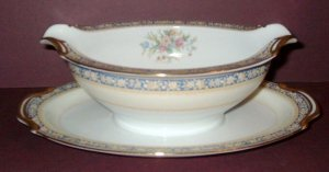 Vintage NORITAKE China - Gravy Boat w/ Underplate - SWANSEA Pattern (#685)