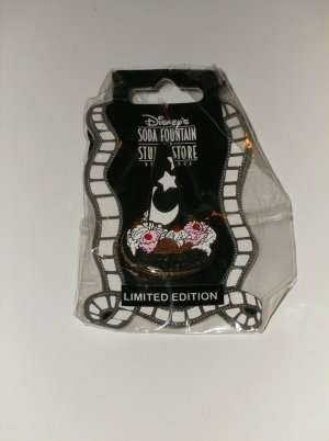 DSF Disney�s Soda Fountain LE 500 Sorcerer�s Apprentice Mickey�s Masterpiece pin