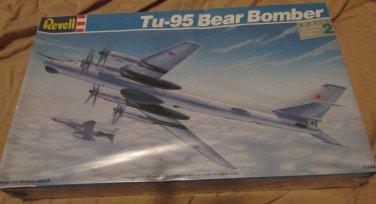 Revell TU-95 Bear Bomber 1/144 scale copyright 1992