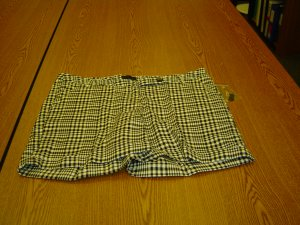 NWT sz 10 Blk & White Stretch Shorts