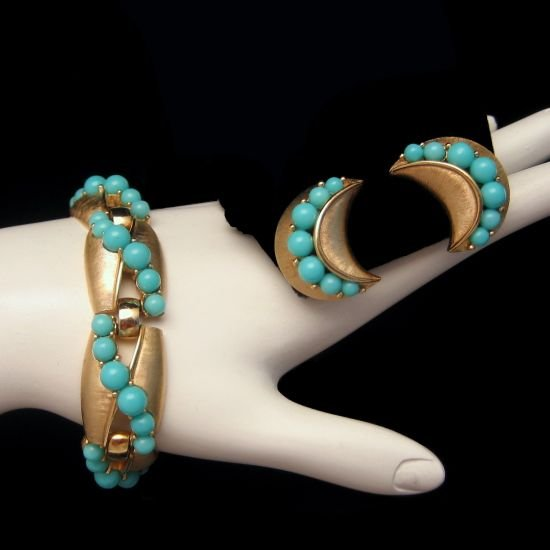 CROWN TRIFARI Bracelet Earrings Set Matte Goldtone Faux Turquoise Bead