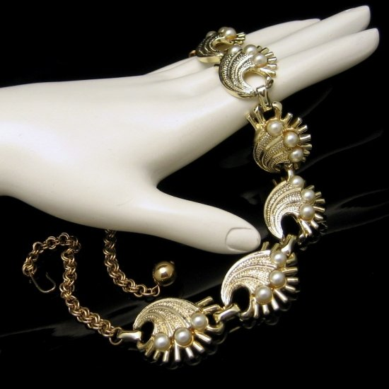 Vintage Chunky Shell Links Necklace Detailed Goldtone Faux Pearls