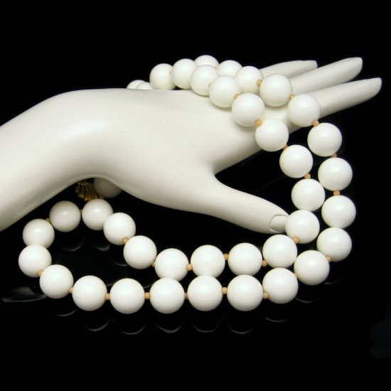 DOTTY SMITH Vintage Statement Necklace Chunky Bright White Acrylic Beads Long