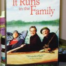 IT RUNS IN THE FAMILY VHS STARRING MICHAEL DOUGLAS KIRK DOUGLAS BERNADETTE PETERS (B46 48)