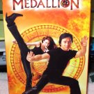 THE MEDALLION VHS MOVIE STARRING JACKIE CHAN LEE EVANS CLAIRE FORLANI COMEDY (B53)
