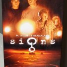 SIGNS M NIGHT SHYAMALANS VHS MOVIE STARRING MEL GIBSON JOAQUIN PHOENIX THRILLER (53)