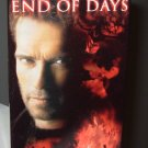 END OF DAYS STARRING ARNOLD SCHWARZENEGGER ROBIN TUNNEY GABRIEL BYRNE HORROR ACTION VHS VIDEO (B60)