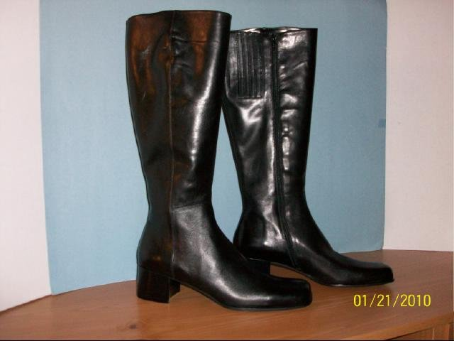 Sudini Knee-High Leather Boots - Size 10